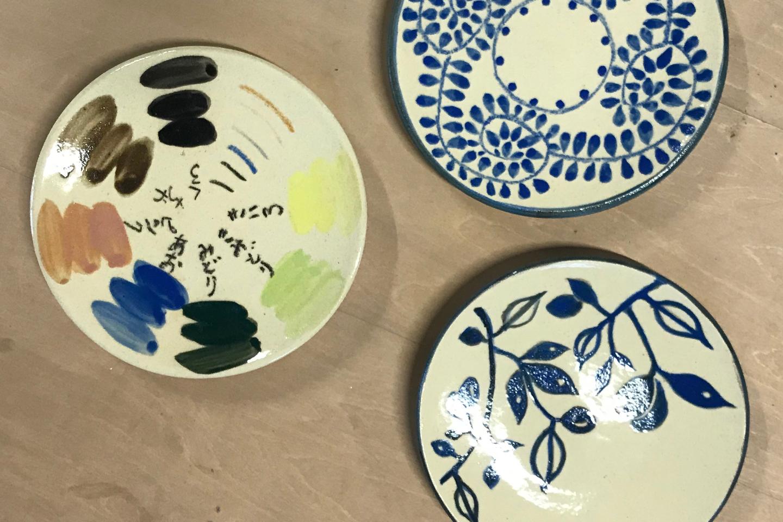 【茨城・土浦市・陶芸体験】お皿をキャンバスに、自由にお絵かき!絵付け体験