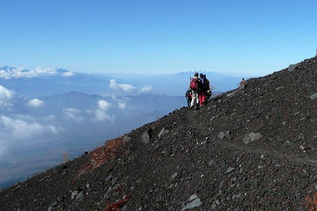 【富士山・登山ツアー】専属ガイドがサポートします!ファミリー向け富士登山1泊2日プラン