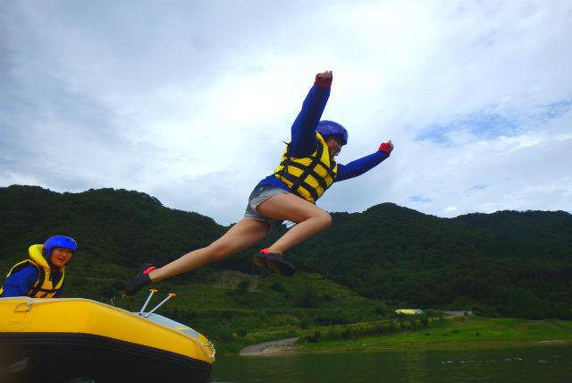【新潟・ラフティング】初心者も安心!おだやかなヒメサユリ湖でレイクラフティング