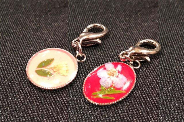 【兵庫・西宮・押し花】キーホルダーやストラップに最適!キュートな押し花プチチャーム作り