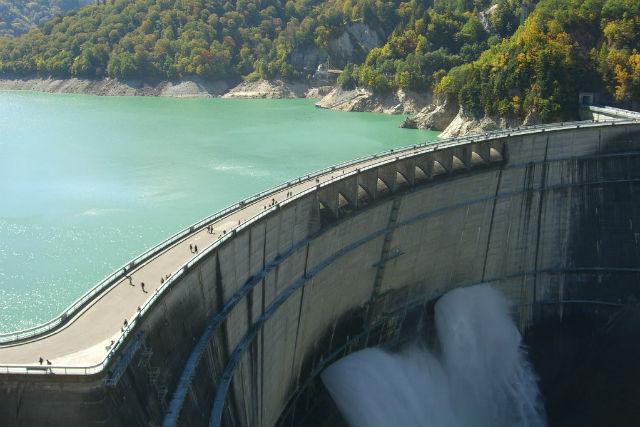 【長野県・大町市・エコツアー】日本最大級のダム建築物!ガイドと歩く感動UPの黒部ダム!