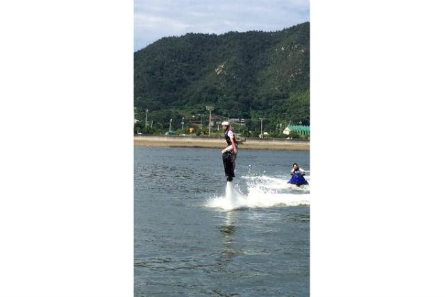 【愛媛・ホバーボード】未知の体験に大興奮!しまなみ海道で楽しむ空飛ぶサーフィン