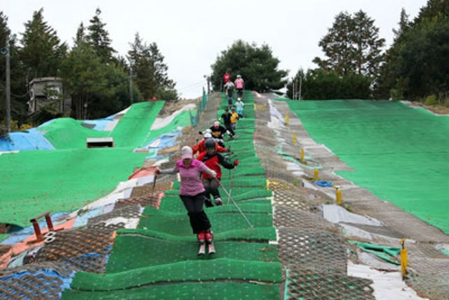 【茨城・スキー・1日】人工ゲレンデで季節とわず1日たっぷり滑ろう