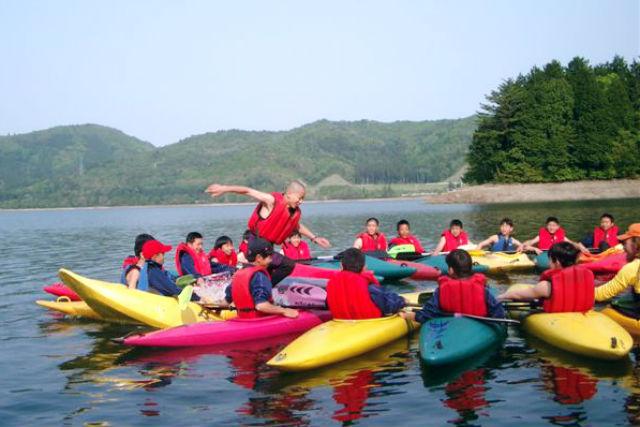 【長野県・大町市・カヤック】アルプスと森と湖の水質最上位クラスの青木湖を巡る、カヤックツアー!(BBQ付き・半日)