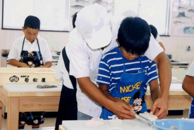 【三重県伊勢・かまぼこ作り】伝統の味を体験しよう!手づくりかまぼこ体験・下野工場店