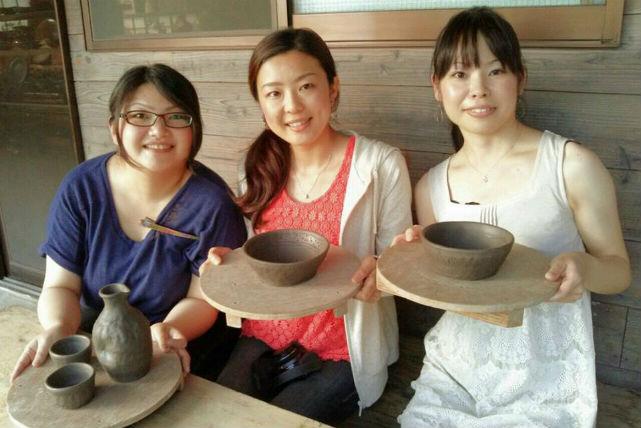 【山梨・陶芸】特産果物の薪や木灰を使って、手びねりで楽しむ陶芸体験