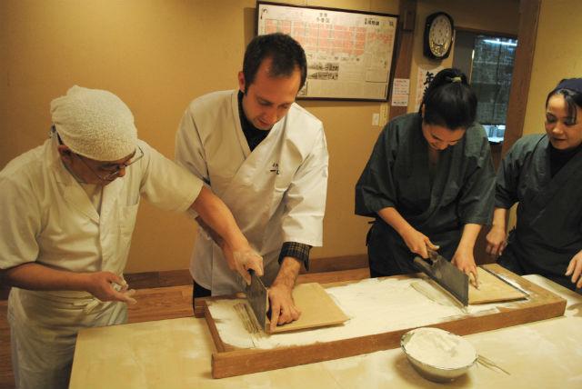 【東京都台東区・そば打ち】谷中のお店で本格体験!打ちたてのそばを味わおう