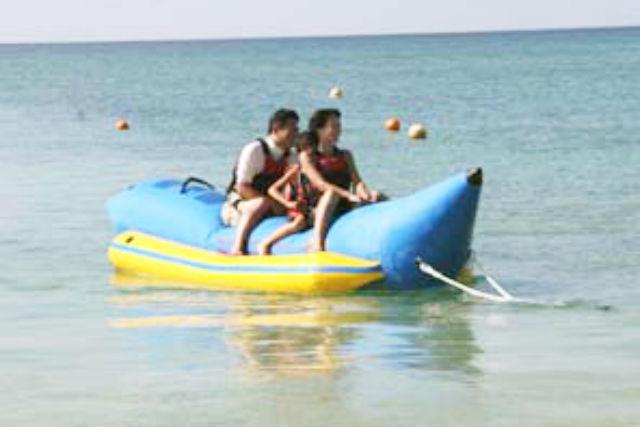 【沖縄県・石垣島・バナナボート】見渡す限りの海を満喫!バナナボートを楽しもう!