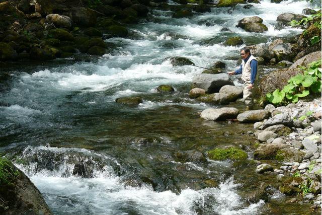 【北海道上川群・釣り体験】北海道のど真ん中!十勝川の源流部で、一日釣り体験!(ランチ、温泉入浴付き)