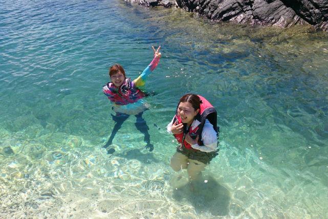 【沖縄・シュノーケリング】ボートに乗ってシュノーケリングツアー!珊瑚礁と魚に会いに行こう