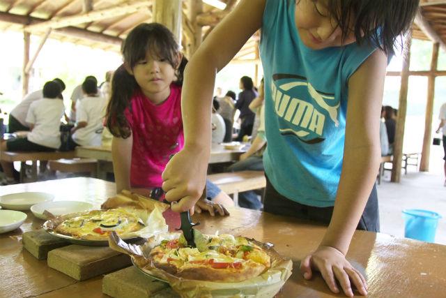 【鳥取・大山・料理体験】かまどでこんがり焼き上げる!ピザ作り体験