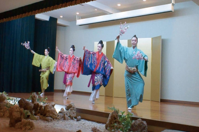 【那覇・伝統芸能鑑賞】一流のエンターテイメント!琉球料理を味わいながら伝統舞踊を見よう
