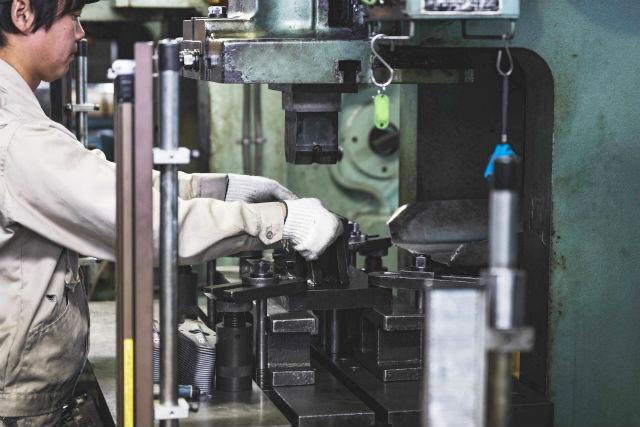 【新潟・三条・ものづくり】プロに学び、本物の機械に触れる!工場見学&ミニ台車づくり