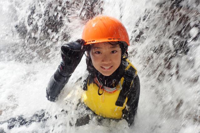 【愛媛県・面河渓・キャニオニング】エメラルドグリーンに輝く面河渓でキャニオニング!