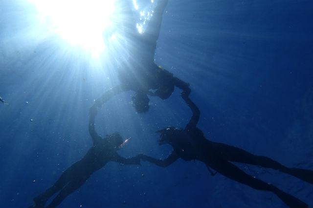 【沖縄・恩納村・シュノーケリング】3歳から参加OK!熱帯魚と遊ぶボートシュノーケリングツアー