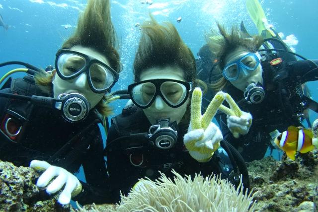 【沖縄・恩納村・体験ダイビング】初めてでも安心!熱帯魚と一緒に泳げるボートダイビング