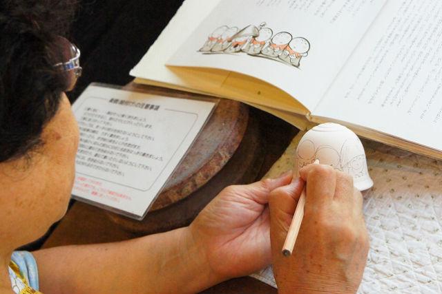 【佐賀県有田・陶芸・絵付け】涼しい音色が響きます。有田焼の風鈴に絵付け体験