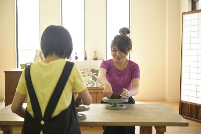 【鳥取・三朝温泉・陶芸体験】地域に伝わる白狼焼。手びねりで自由に制作を楽しもう