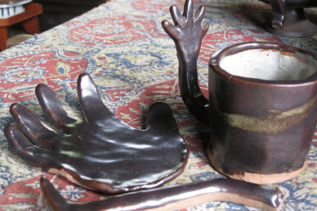 【鹿児島市・陶芸体験】創業100年以上の黒薩摩の窯元で、手びねり体験