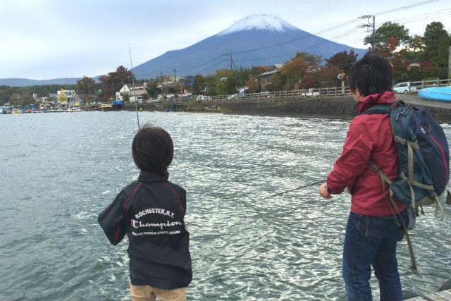 【山梨・山中湖・釣り体験】富士山を眺めながら、ググッと釣ろう!山中湖・バス釣り教室ペアコース