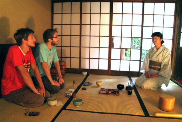 【京都・祇園・茶道】英語・日本語対応可能。京の都で「和」を学ぶ、貸切茶道体験