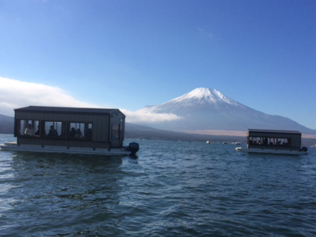 【山梨・山中湖・釣り体験】ドーム船でパーティ気分!みんなでワカサギを釣ろう