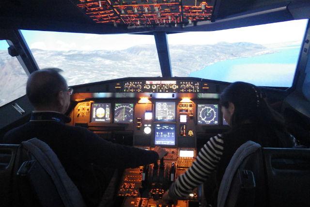 【横浜・フライトシミュレーター・60分】桜木町でパイロットになろう!エアバスA320のコックピットへ