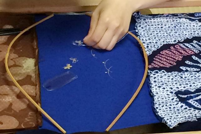 【兵庫・伝統文化体験】1,000色から選べるのがうれしい!日本刺繍で半襟を彩ろう!