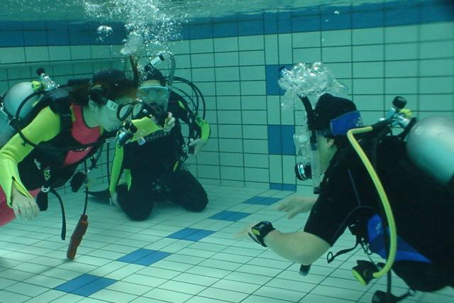 【大阪・城東区・体験ダイビング】分かりやすい講習付き!専用プールに潜ってみよう