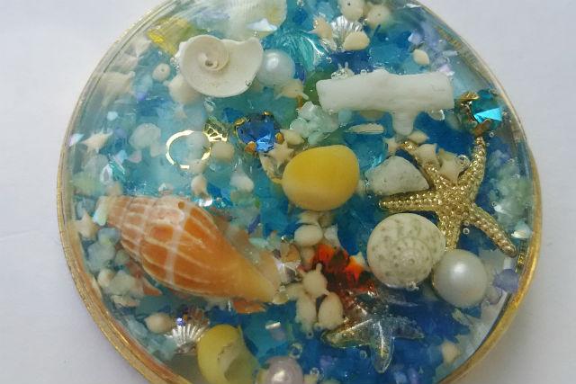 【沖縄・手作りアクセサリー】星砂や珊瑚のかけらを散りばめて作るアクセサリー出張プラン