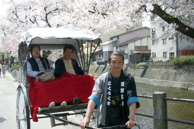 【飛騨高山・人力車】旅行気分を盛り上げる!心のこもった歴史遊覧ツアー