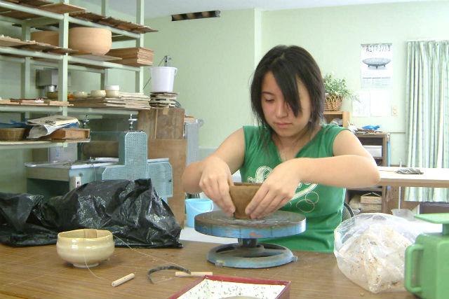 【奈良・陶芸】「赤膚焼」窯元で陶芸手びねり体験!工房見学つき