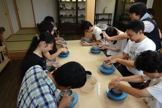 【愛知・陶芸・手びねり】完全貸切!一組ごとにていねいに指導する、贅沢陶芸体験
