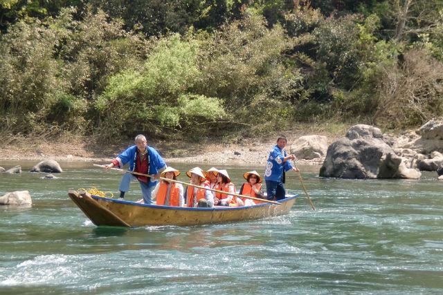 【高知・四万十川・川下り】小舟にゆられ、昔ばなしの旅へ!上陸して探検も楽しめます