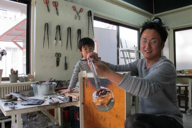 【京都・伏見・ガラス細工】吹きガラスでコップまたは一輪挿しを制作!1人1個プラン