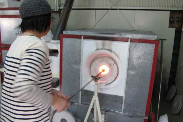 【京都・伏見・ガラス細工】3歳のお子さまも楽しめる吹きガラス体験!1人2個プラン