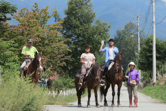 【山梨・ホーストレッキング・乗馬】馬と一緒にお出かけ!モミの木・小海線小淵沢大曲をめぐる展望コース