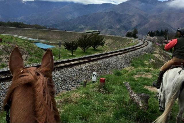【山梨・ホーストレッキング・乗馬】富士山・八ヶ岳・南アルプス一望!絶景をたのしむ防火帯コース