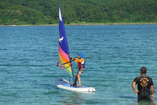 【奄美大島・ウィンドサーフィン】わずか30分で30m往復できるまで上達!ウィンドサーフィンスクール