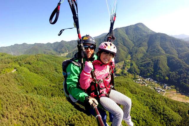 【長野・パラグライダー】初心者・お子様OK!標高約1,000メートルから大空へ!二人乗り体験コース(タンデムフライト)難しい操縦はインストラクターにお任せ!安心して空中散歩をお楽しみいただけます