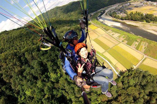【長野・パラグライダー】 犀川上空をフライト!2人乗りタンデムで操縦おまかせ!