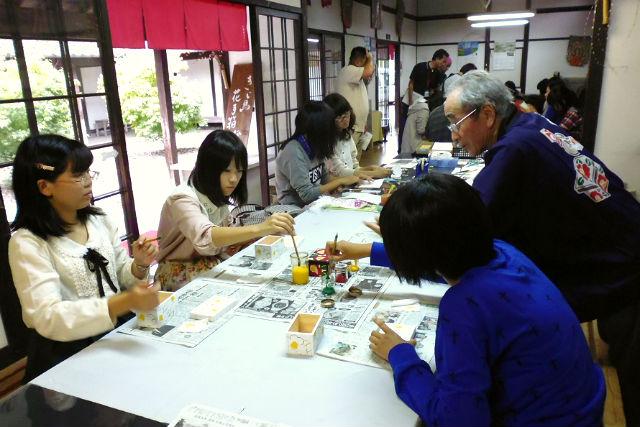 【熊本・伝統工芸体験】日本遺産・人吉球磨の郷土工芸品をつくろう!花手箱・絵付け体験