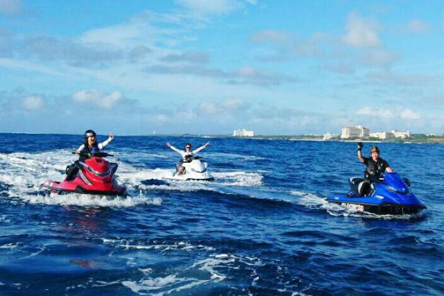【沖縄・宜野湾・ジェットスキー】初心者大歓迎のジェットスキー半日4時間レンタルコース!