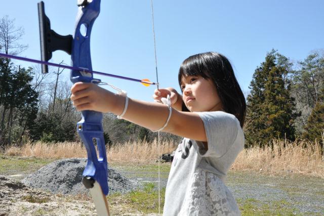 【山口・アーチェリー体験】アメリカンBBQ付き!森のフィールドアーチェリー・初心者コース