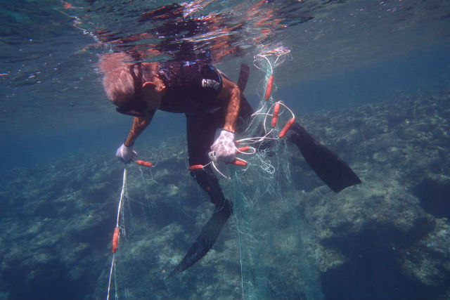 【沖縄・漁業体験】刺し網を使った伝統的な漁法にトライ!追い込み漁プラン