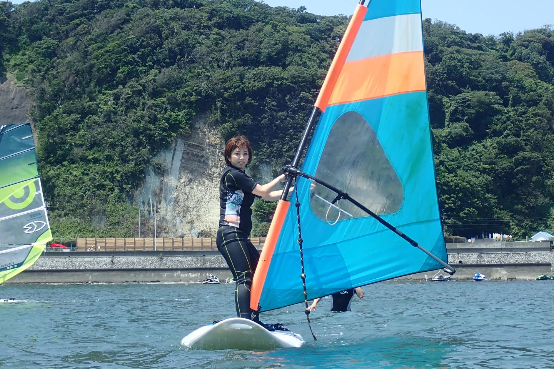 【神奈川・逗子・ウィンドサーフィン】風をつかまえて海を走ろう!ウィンドサーフィン(初回・半日)