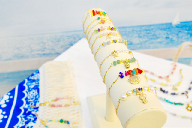 【沖縄・那覇・アクセサリー作り】国際通りからたった10秒!沖縄土産にピッタリのブレスレット作り