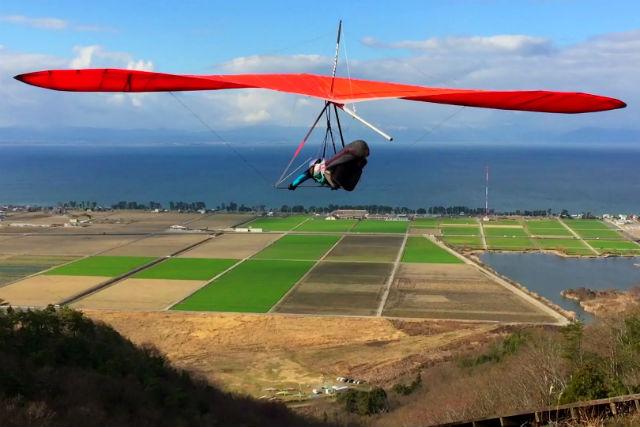 【滋賀・彦根・ハンググライダー】半日体験コース!セーフティートーイングで空の安全を保証!