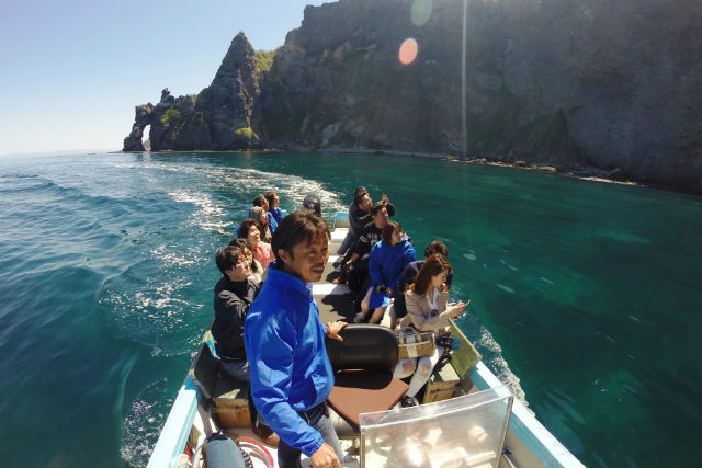【北海道・小樽・クルージング】小型ボートでしか行けない、小樽「青の洞窟」クルージング!