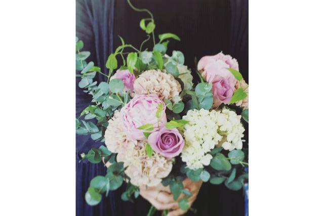 【東京・押上・フラワーアレンジメント教室】季節の花でアレンジメントをつくりましょう(季節によって花材が変わります)